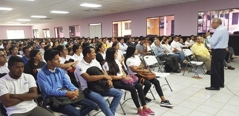Rector dirige Acto de Bienvenida a estudiantes de nuevos ingresos del Campus Jinotepe