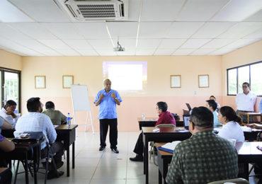 Dr. Francisco López Rector de UCN  clausura Seminario de Redacción de Artículos Científicos