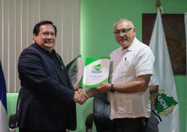 FIRMA DE CONVENIO UCN Y EL INSTITUTO DE AUDITORES INTERNOS DE NICARAGUA IAIN